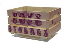 Houten Krat Toys Storage (girls) met of zonder wielen, met of zonder deksel   Maak je eigen houten fietskratje voor je eigen of een kinderfiets. Als opslag, kist, krat of geboorte- of trouwcadeau.  Te bestellen op www.leukkratje.nl. Ook eigen ontwerp met foto's en tekst mogelijk.