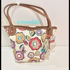 """Relic Tote Capri Floral NWT 🎉Host Pick X3🎉 The perfect tote for all your summer essentials! Pretty floral fabric accented with a coordinating tassel 🌺 Exterior pocket on the back. Zip pocket & 2 slip pockets inside. Zips closed on top 🌺 length 9.5"""" at the bottom; height 13""""; depth 6.5""""; drop 11.5"""" 🌺 NWT. Smoke free home 🌺 Pretty Flirty &Girly by @vickyss 😍 😘 Style Obsessions by @fasionista21 😍😘 Best in Bags by @tat2kitn 😍😘 Relic Bags Totes"""