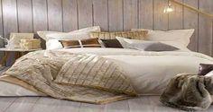 Pour oublier les frimas de l'hiver misez sur une chambre cocooning toute douce ! Une chambre avec des couleurs zen et chaleureuses, des fausses fourrures, des plaids douillets, bref on mise surun maximum deconfort autour du lit pour affronter la rudesse les jours de froid. Déco Cool a glané 1