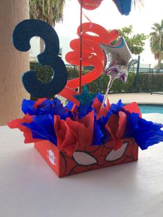 Detalle de centro de mesa Spiderman