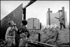 Ian Berry, Children playing on deserted ground in Docklands, London, 1992 World Best Photographer, Photographer Portfolio, Magnum Photos, Ian Berry, London Docklands, Best Photographers, Street Photography, White Photography, Kids Playing