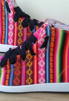 Chaussures de Pancho  rose baskets HiTop femmes par PanchosFootwear, $106.00