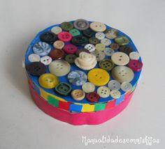 Manualidades con mis hijas: Caja de quesitos con botones. buttons, Box