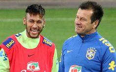 Juliano Belletti, antigo internacional brasileiro, fez críticas contundentes a Dunga por dar `carta-branca´ a Neymar em campo, acusando o selecionador de não ter autoridade sobre a estrela da canarinha.