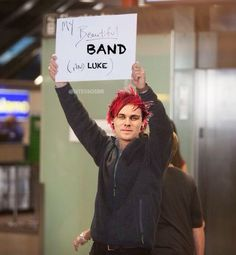 When Michael finally got to see his band after being stuck in America for a few days<<<< hhahahhahahahha aweee <3 (and luke!)