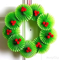 Hundreds of FREE EASY Christmas Decor, Christmas Craft, Christmas DIY Ideas in 1 website. We are sure you can find great ideas for upcoming Christmas. Christmas Door Decorations, Christmas Crafts For Kids, Diy Christmas Ornaments, Holiday Wreaths, Kids Christmas, Holiday Crafts, Diy Wreath, Wreath Ideas, Diy Weihnachten