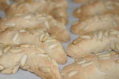 CROISSANTS AUX PIGNONS Croissants, 20 Min, C'est Bon, Biscuits, Cookies, Meat, Desserts, Food, Powdered Sugar