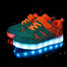 3a16e5a53da25 Enfants Baskets Lumineuses 2017 Nouveau Printemps Respirant Chaussures de  Sport Garçons Filles USB Chargeur Led Lumière
