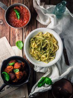Linssipyörykät, tomaattikastike ja tagliatellea Always Hungry, Japchae, Food For Thought, Recipies, Cooking, Ethnic Recipes, Drinks, Recipes, Kitchen