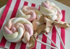 Bekijk de foto van Foodaholicnl met als titel Deze speklolly's zijn heel erg makkelijk om te maken, dus heb je niet veel tijd en wil je toch een leuke traktatie is dit echt een aanrader! Kinderen zullen er dol op zijn!  en andere inspirerende plaatjes op Welke.nl.