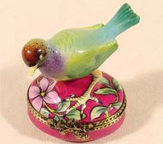 Limoges box with bird Limoges China, Bird Boxes, Pretty Box, Tiny Treasures, Treasure Boxes, Little Boxes, Casket, Keepsakes, Bird Feathers