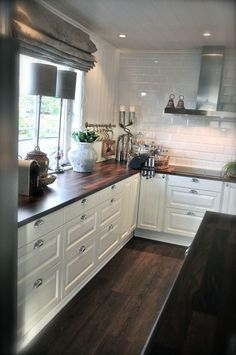 Kitchen is crucial in each home. Corner is also important in the kitchen. In this post, We will share 20 Modern Ideas for Kitchen Corners with you. Ikea Kitchen, Kitchen Redo, Kitchen Dining, Kitchen Remodel, Kitchen Cabinets, Bedroom Furniture Redo, Kitchen Furniture, Furniture Cleaning, Cuisines Design