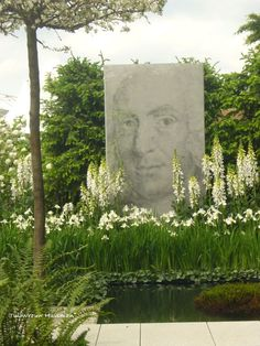 Gorgeous with the exception of the odd portrait piece. Modern Garden Design, Garden Landscape Design, Garden Landscaping, White Gardens, Small Gardens, Outdoor Sculpture, Garden Pictures, Flower Show, Plant Design