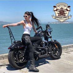 Regram: Bit more cruiser spam 🤘🏻 Custom Motorcycle Helmets, Cruiser Motorcycle, Women Motorcycle, Lady Biker, Biker Girl, Chicks On Bikes, Bike Pic, Motorbike Girl, Hot Bikes