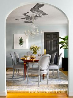 This beautiful ranch home in Dallas, Texas feels like a French apartment–exactly want the homeowner wanted, thanks to interior designer Michelle Nussbaumer of Ceylon et Cie! The home is filled with… House Of Turquoise, Interior Door Trim, Interior And Exterior, Room Interior, Mirrored Side Tables, French Apartment, Wallpaper Ceiling, Murano Chandelier, Interior Decorating