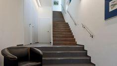 Einfamilienwohnhaus T. Aigen im Ennstal Clean Funny Jokes, Modern House Design, Building Design, Modern Architecture, My House, House Plans, Villa, Stairs, Home Decor