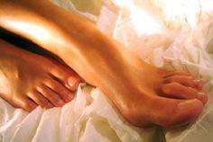 Mergulhe os pés em uma bacia com leite e bicarbonato: os resultados são incríveis!   Cura pela Natureza.com.br