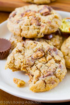 A chewy, soft-baked peanut butter oatmeal cookie exploding with Reese's peanut butter cups. by @sallybakeblog