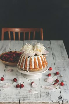 Banana bundt cake with cherries