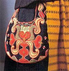 FolkCostume&Embroidery: Kjolsäcken, Loose Pockets of Leksand, Dalarna, Sweden Sewing Machine Embroidery, Wool Embroidery, Hand Embroidery Designs, Embroidery Stitches, Indian Embroidery, Scandinavian Embroidery, Folk Clothing, Woman Clothing, Sewing Pockets