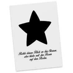 Postkarte Stern Deluxe aus Karton 300 Gramm  weiß - Das Original von Mr. & Mrs. Panda.  Diese wunderschöne Postkarte aus edlem und hochwertigem 300 Gramm Papier wurde matt glänzend bedruckt und wirkt dadurch sehr edel. Natürlich ist sie auch als Geschenkkarte oder Einladungskarte problemlos zu verwenden. Jede unserer Postkarten wird von uns per hand entworfen, gefertigt, verpackt und verschickt.    Über unser Motiv Stern Deluxe  Wunderschöner Stern Deluxe mit einer besonderen Gravur…