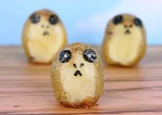 Here is a recipe for Porg Potatoes. Star Wars Themed Food, Star Wars Food, Star Wars Day, Aniversario Star Wars, Star Wars Birthday, 30th Birthday, Birthday Ideas, Food Themes, Food Ideas