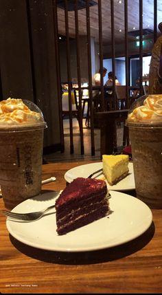 Bebidas Do Starbucks, Sleepover Food, Snap Food, Food Snapchat, Food Out, Food Goals, Cafe Food, Aesthetic Food, Food Cravings