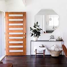 Such a huge fan of @sarahshermansamuels house. So clean and bright. The console table is a perfect fit. Want to see our find for less? http://wp.me/p7r27P-4Jq or @liketoknow.it http://liketk.it/2pWU9 #liketkit #CopyCatChic