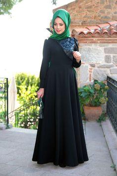 Mevra-Gul-Desen-Elbise-Siyah_63792_1.jpg (800×1200)
