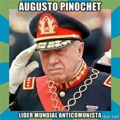 El General Pinochet. En su sociedad el vago no tenia derecho a nada, el que no trabaja no come. No se debe quitar al que produce lo que tiene para darselo al improductivo. Por que demonios el que se esfuerza por tener las cosas debe ver como le quitan lo suyo y lo de sus hijos para darselo a quien esta sentado de vago esperando que el gobierno le levante el trasero? Esa esa justicia social? Malditos comunistas Great Leaders, Captain Hat, Memes, Socialism, Frases, Amor, Augusto Pinochet, Social Justice, Military