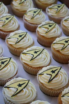 Star Trek Wedding Cupcakes: Just putting this up to scare Divya.  Can you imagine explaining to the new Indian extended family why we chose star trek cupcakes?