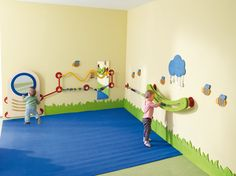 Pull up bar Kindergarten Interior, Kindergarten Design, Baby Gym, Baby Play, Toddler Classroom, Home Daycare, Church Nursery, Toy Rooms, Baby Kind