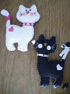 cute idea, nothing more than this photo, but should be easy to duplicate. Fabric Crafts, Sewing Crafts, Sewing Projects, Felt Projects, Cat Crafts, Animal Crafts, Felt Christmas Ornaments, Christmas Crafts, Felt Bookmark