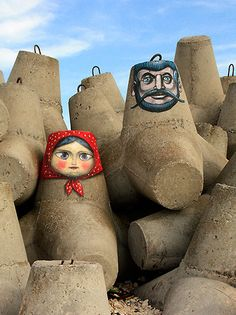 Ukrainian street artist Kislow Upcycle pots by painting them into russian dolls in different sizes