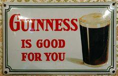 GUINNESS – Belgien 1934 – 'Guinness is good for you' 1934 wurde dieses gewölbte Emailleplakat in der Grösse von 40 x 25 cm bei der Emaillerie Belge in Brüssel hergestellt. Mit dem Slogan 'Guinness is good for you' und einem appetitlichen Glas des braunen Gebräus wirbt das Schild für das irische Bier. Share on Facebook