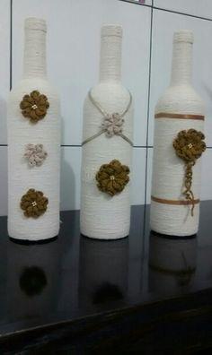 garrafas...barbante...flores de crochê!!!