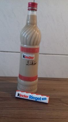 Kinderschokoladen-Likör ohne Ei Kinder chocolate liqueur without egg, a great recipe with image from Easy Cheesecake Recipes, Cake Mix Recipes, Cupcake Recipes, Snack Recipes, Cookies And Cream Cake, Cake Mix Cookies, Cooking Chef Gourmet, Blackberry Smoothie, Chocolate Liqueur