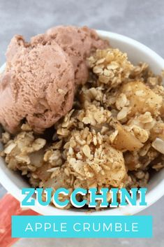 Zucchini and Apple Crumble Healthy dessert with zucchinis and apples! Healthy Meals For One, Easy Meals, Healthy Dinner Recipes, Dessert Recipes, Desserts, Recipe Cover, Diet Snacks, Sweet Recipes, Zucchini