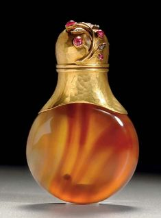 ∴ A Jeweled Gold-Mounted Agate Scent Bottle By Fabergé, workmaster's mark of Erik Kollin, St. Petersburg, circa 1890