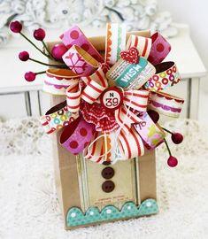 bolsa con flor de tiras en forma de lazo