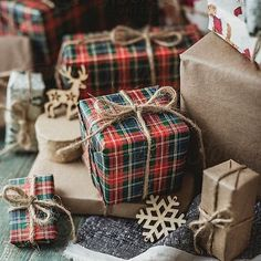 Cute Christmas Gifts, Christmas Messages, Plaid Christmas, Christmas Gift Wrapping, All Things Christmas, Christmas Holidays, Christmas Decor, Creative Gift Wrapping, Creative Gifts