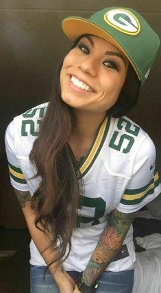 Nfl Football Teams, Packers Football, Football Girls, Female Football, Green Bay Packers Wallpaper, Green Bay Packers Fans, Go Pack Go, National Football League, American Football
