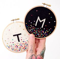 Embroidery Projects Embroidery Letters - How to Embroider Letters? Here are 5 common stitches to hand embroider letters: Chain Stitch, Stem Stitch, Back Stitch, Split Stitch and Running Stitch Hand Embroidery Stitches, Embroidery Hoop Art, Hand Embroidery Designs, Cross Stitch Embroidery, French Knot Embroidery, Diy Embroidery Letters, Sewing Letters, Kids Letters, Japanese Embroidery
