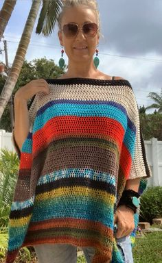 Streetwear Fashion 2020 With a cool a cool bohemian vibe this reversible poncho is wonderfully unique and one of a kind.Streetwear Fashion 2020 With a cool a cool bohemian vibe this reversible poncho is wonderfully unique and one of a kind. Boho Crochet Patterns, Crochet Stitches, Knit Crochet, Crochet Tops, Hippie Crochet, Poncho Knitting Patterns, Knit Poncho, Easy Crochet Shawl, Crochet Tunic Pattern