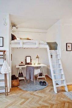 Oficina con cama en altillo.