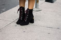 Enredados #Reforma #Mexico #City #sunny #funny #days #MBFWMx #ootd #streetstyle #Prada #boots #AldoDecaniz #lifestyleblogger #fashionblogger #moalmada