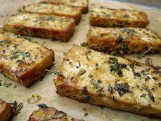 Wil je vaker vegetarisch eten? Deze tofu met Italiaanse kruiden uit de oven is lekker en een prima alternatief voor vlees!