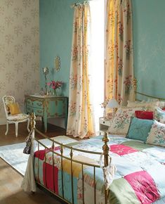 Look at this pretty room .....I love all of the soft colors