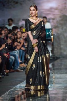 Aditi Rao Hydari's Black Saree Style is Beyond Stunning! - - Check out the stunning way Aditi Rao Hydari pulled off this black saree at Lotus Make up India fashion week Saree Blouse Patterns, Saree Blouse Designs, Dress Indian Style, Indian Dresses, Indie Mode, Anarkali, Lehenga, Sabyasachi, India Fashion Week
