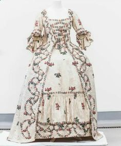 Beautiful historic scottish gown